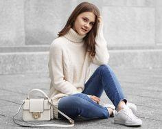A Little Detail - How to Style Two Tone Jeans in Fall/Winter // #fallfashion #winterfashion #womensfashion #autumnfashion #turtleneck #twotonejeans #whitesneakers