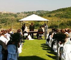 Weekdays wedding package   Castle rental on exclusive for 2 days (from Monday to Friday). http://www.initalywedding.com/home-en http://www.matrimonioper.com/home-it  Wedding reception (aperitifs, buffet of starters, 4 courses served at table, drinks, wines & prosecco, wedding cake, coffee). Music in the church/garden, during the aperitif and after dinner dj for dancing. Bridal bouquet and flower arrangement for the church/garden and dining room.air and make up services for bride