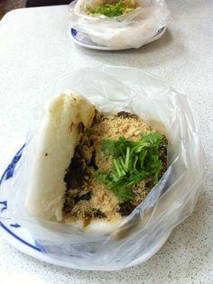 Taiwan food: Steamed bun + meat+ peanuts+ green onion