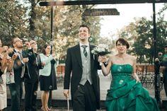 glücklichen Jungvermählten und Seifenblasenset - Blasen Bridesmaid Dresses, Prom Dresses, Formal Dresses, Wedding Dresses, Religion, Vienna Austria, Fine Art Photography, Fashion, Bubbles