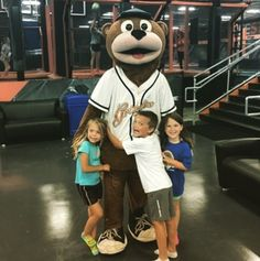 Izzy had a blast with some fans at @skyzone in Fairview Heights today! Make sure to check this place out when wanting to release your inner dare devil!