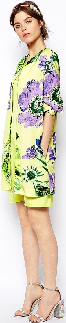 Trendy Color of the Year: Yellow Green Lemon Lime Custard, Chartreuse Citron Clothing – I'm Digging It Casual Fashion Trends, Latest Fashion Trends, Fast Fashion, Womens Fashion, Fashion Tips, Fashion For Women Over 40, Fashion Gallery, Cute Summer Outfits, Trendy Colors