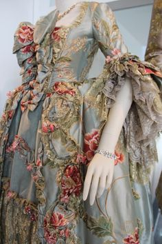 """Managing Buttons Without Going Mad: Designing """"Outlander's"""" Paris : In recreating Parisian baroque, Outlander's costume and production designers discuss how they marry historical accuracy and whimsy. 18th Century Dress, 18th Century Clothing, 18th Century Fashion, Rococo Fashion, Victorian Fashion, Vintage Fashion, Vintage Outfits, Vintage Dresses, Historical Costume"""