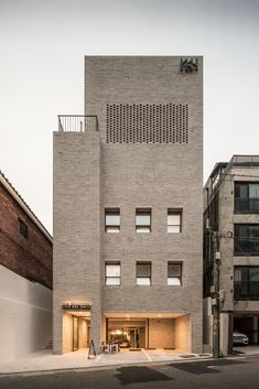 Image 2 of 48 from gallery of YKH Associates HQ in Seoul / YKH Associates. Photograph by Jeongkyu Lee Brick Architecture, Minimalist Architecture, Contemporary Architecture, Interior Architecture, Ancient Architecture, Sustainable Architecture, Landscape Architecture, Design Exterior, Facade Design