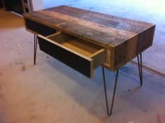 Innovative Pallet Designs | Try to look at this new design of recycled pallet table img . I am ...