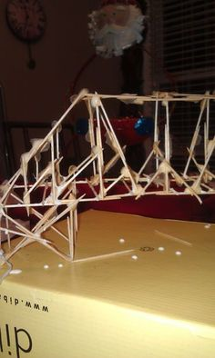 How to Make a Simple Tooth Pick Bridge: 6 step process on how to construct a simple toothpick bridge. Stem Projects For Kids, Art Projects, Crafts For Kids, Projects To Try, Diy Crafts, Pop Stick, Stick Art, Toothpick Sculpture, Toothpick Crafts