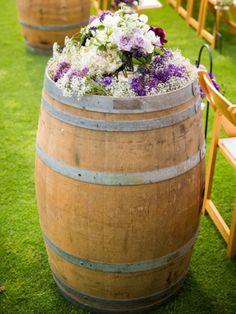 ideas for wedding ceremony flowers aisle wine barrels Vintage Wedding Flowers, Wedding Ceremony Flowers, Rustic Wedding, Wedding Ideas, Trendy Wedding, Tuscan Wedding, Wedding Pics, Wedding Themes, Wedding Details