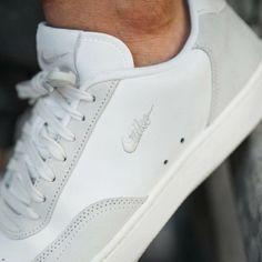 Tennis Sneakers, White Sneakers, Leather Sneakers, Shoes Sneakers, Lacoste Shoes Women, Boy Fashion, Mens Fashion, Kicks Shoes, Sneaker Games