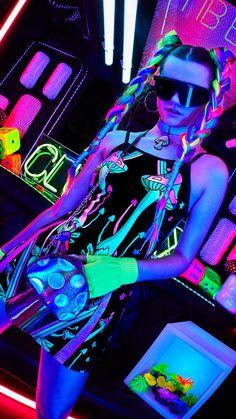 Fashion for Girls - Dolls Kill Moda Cyberpunk, Cyberpunk Girl, Cyberpunk Aesthetic, Neon Aesthetic, Cyberpunk Fashion, Fashion Goth, Fashion Women, Steampunk Fashion, Rauch Tapete
