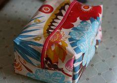 Oilcloth Box Bag   FaveCrafts.com
