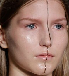 Bijoux – Tendance : Dion Lee Spring 2016 Ready-to-Wear Fashion Show Dion Lee, Face Jewellery, Body Jewelry, Chain Jewelry, Silver Jewellery, Dress Jewellery, Diy Schmuck, Schmuck Design, Mode Inspiration
