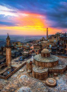 Mardin by Nejdet Duzen / 500px (Turkey) Turkey Images, Freedom Travel, Fly Around The World, Visit Turkey, Republic Of Turkey, Countries To Visit, Cappadocia, Antalya, Travel And Tourism