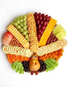 Turkey Snack Board #turkey #snackboard #cheeseboard #appetizers #thanksgivingrecipes #thanksgivingappetizers