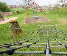 Kinderspielplatz mit verschiedenen Kletter- und Rutschelementen Park, School Holidays, Petting Zoo, Children Playground, Road Trip Destinations, Adventure, Tips, Parks