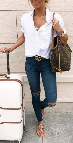 Classy Casual Spring Outfit with White Shirt and Ripped Denim Pants outf. Classy Casual Spring Outfit with White Shirt and Ripped Denim Pants outfits Casual Spring OutfitsSpirit Motors Urban Lederschuh Motorr. Cute Spring Outfits, Summer Work Outfits, Casual Summer Outfits With Jeans, Denim Shirt Outfit Summer, Casual Chic Outfits, Casual Chic Summer, Summer Denim, Sporty Outfits, Casual Jeans