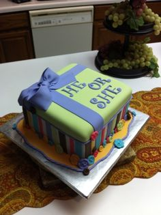 Love this idea to reveal the gender of the baby! Color inside the cake with blue or pink food coloring.