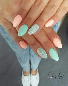 Semi-permanent varnish, false nails, patches: which manicure to choose? - My Nails Stylish Nails, Trendy Nails, Cute Nails, Easter Nail Designs, Acrylic Nail Designs, Acrylic Art, Mint Nail Designs, Nail Polish Designs, Nail Art Designs
