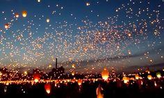 ポーランド最古の都市、ポズナンで夏至を祝い、6月に開催されるお祭り(聖ヨハネ祭)。 暗闇の中に、約1万個のランタンが夜空を舞う、なんとも幻想的な光景です。 残念なが...