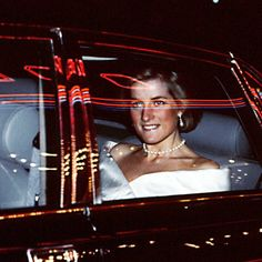 21 November 1988: Diana, Princess of Wales, arrives to the Odeon Cinema in Leicester Square for the film premiere of 'Who Framed Roger Rabbit?'.