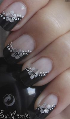 Are you looking for simple but elegant nail art designs for your nails? I have here 15 amazing pretty nail art designs you will love. Fabulous Nails, Perfect Nails, Gorgeous Nails, Fancy Nails, Trendy Nails, Cute Nails, French Nail Art, French Tip Nails, Pretty Nail Art