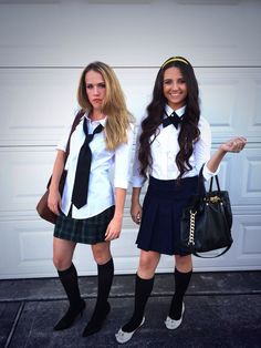 BFF Halloween Costumes Perfect for You and Your Friends Go to your Halloween bash with your BFF as Blair + Serena from Gossip Girl.Go to your Halloween bash with your BFF as Blair + Serena from Gossip Girl. Gossip Girls, Moda Gossip Girl, Soirée Halloween, Halloween Costumes For Teens, Inexpensive Halloween Costumes, Halloween College, Halloween Treats, Serena And Blair Costume, Halloween Kleidung