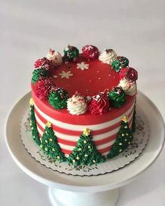 Christmas Cake Designs, Christmas Cake Decorations, Holiday Cakes, Christmas Design, Christmas Themed Cake, Cake Decorating Designs, Cake Decorating Techniques, Cookie Decorating, Decorating Ideas