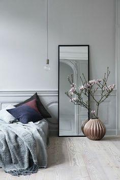 Schlafzimmer Möbel Bett Wandspiegel Pendelleuchte