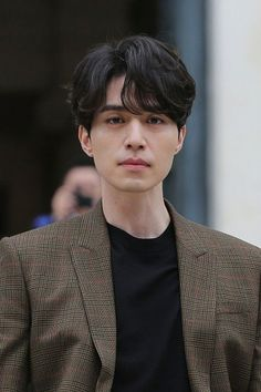 Lee Dong Wook makes heads turn with his 'Goblin' aura at Paris fashion show Korean Men Hairstyle, My Hairstyle, Asian Actors, Korean Actors, Men Perm, Korean Perm, Korean Short Hair, Medium Hair Styles, Short Hair Styles
