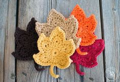 Two of my favorite things about Fall is the leaves changing color and good crochet weather. (Seasoned crocheters (pun intended) know what I mean by good crochet weather.) I decided to combine these two things with this crochet pattern! Crochet Diy, Crochet Fall, Holiday Crochet, Love Crochet, Crochet Crafts, Thanksgiving Crochet, Crochet Coaster, Unique Crochet, Crochet Pumpkin