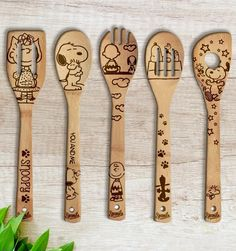 Snoopy Wooden Handmade Spoons Set – Gift for Her Gift for Mom Gift for Aunt Gift for Birthday Bridal Shower Gift Snoopy Christmas Home decor – Wood Burning Pattern Wood Burning Crafts, Wood Burning Patterns, Wood Burning Art, Wood Crafts, Wood Burning Projects, Snoopy Christmas, Christmas Wood, Christmas Decor, Wood Burn Designs