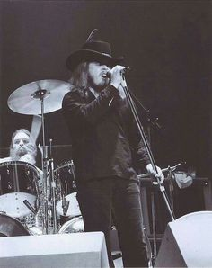 Ronnie and Arty New Bands, Great Bands, Ronnie Van Zant, Southern Men, Lynyrd Skynyrd, Old Music, Music Icon, Greatest Songs, Classic Rock
