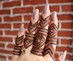 Get Latest Collection of Amazing Unique Henna Tattoo Designs here. Simple and Easy Henna Tattoos Ideas Photos for Hands, Arms, Back, Wrist, Feet. Henna Hand Designs, Finger Mehendi Designs, Modern Mehndi Designs, Mehndi Design Pictures, Bridal Henna Designs, Mehndi Designs For Fingers, Beautiful Henna Designs, Fingers Design, Henna Tattoo Designs