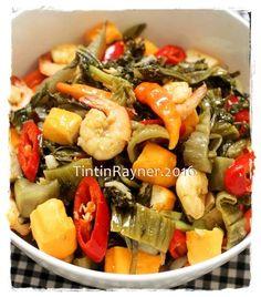 Tumis Sawi Asin Udang Kilatt Asian Recipes, My Recipes, Dessert Recipes, Cooking Recipes, Favorite Recipes, Ethnic Recipes, Yummy Treats, Yummy Food, Indonesian Food