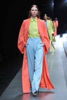 Hanae Mori Manuscrit Tokyo Fall 2015 Fashion Show Tokyo Fashion, Runway Fashion, Fashion Models, Fashion 2014, Hanae Mori, Colour Blocking Fashion, Color Blocking, Casual Elegance, Fashion Photo
