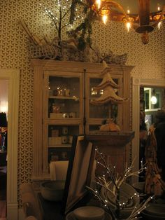 D. Luxe - don't forget to check out their #candle selection - one unique scent for each of #Savannah's squares