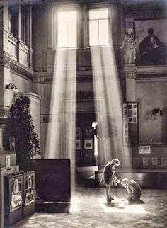 Golden Streams, Warsaw, 1928-1937 byAntoni Anatol Weclaswki