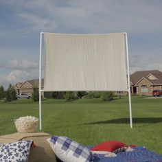 How to Make an Outdoor Movie Screen - Watch your favorite flick from the comfort of your backyard with a DIY outdoor movie screen. Outdoor Movie Screen, Outdoor Screens, Outdoor Theater, Outdoor Projector Screen Diy, Backyard Movie Screen, Backyard Movie Nights, Outdoor Movie Nights, Pvc Projects, Backyard Projects