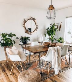 Notice all the wood, jute, and lush plants! -Paired with a neutral color scheme, its an easy, breezy boho vibe! Decoration Inspiration, Dining Room Inspiration, Interior Inspiration, Decor Ideas, Boho Living Room, Living Room Decor, Bohemian Dining Rooms, Bohemian Wall Decor, Home And Deco