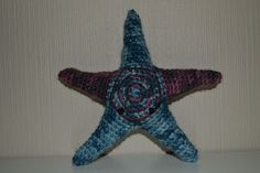 Crochet camouflage purple and blue starfish / Heklet kamuflasje stjernefisk i lilla og blått