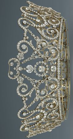 Delhi Durbar Tiara, created by Garrard, c. 1911. Diamonds set in platinum & gold.