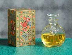 Vintage Tins, Vintage Stuff, French Vintage, Beautiful Perfume, Vintage Perfume Bottles, Flask, Glass Vase, Old Things, Container