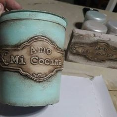 Diy Cans, Tin Can Crafts, Decorated Jars, Wine Bottle Crafts, Succulent Pots, Paint Party, Shabby, Decor Crafts, Flower Pots