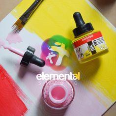La tinta la puedes utilizar en diferentes superficies y es fácil de combinar con el acrilico en tubo, sobre todo con acrilico Amsterdam ya que el tono es el mismo! ¿Tú cómo las utilizas? Amsterdam, Instagram, Hue