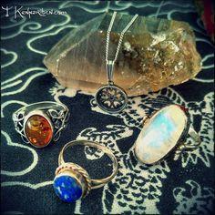 Hoy tendremos la última luna llena del verano  aprovechadla para recargar vuestros amuletos y piedras bajo su luz #fullmoon #witchcraft #minerals