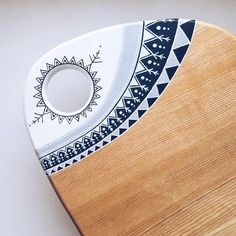 Wood Cutting Board Hand Painted Ethnic Art Chopping Butcher Block Custom Round Cheese Serving Wood Board Platter Home Kitchen Decor Diy Cutting Board, Wood Cutting Boards, Wood Boards, Diy Painting, Painting On Wood, Wooden Chopping Boards, Diy Kitchen Decor, Kitchen Wood, Painted Boards