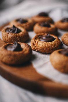 Skořicové kešu sušenky podle Janiny.  https://cukrfree.cz/skoricove-kesu-susenky/  Je vhodné kešu předem namočit na 24 hod. a pak vysušit. Zmírní se tím množství antinutričních látek.  Recept jsem zatím ještě nezkoušela.