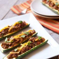Supereinfach und supersättigend: Zucchini halbieren und aushöhlen, gebratenes Hackfleisch mit Salsa dazu, vielleicht noch mit Käse überbacken und fertig ist ein Abendessen, bei dem niemand noch...