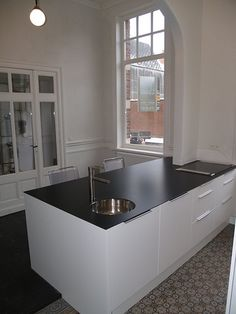 Ikea keukens zijn populair New Kitchen, Kitchen Island, Ikea Bathroom, Bathrooms, Home Kitchens, Cool Designs, New Homes, York Apartment, Black And White