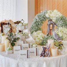結婚式場写真「会場入口にも装花やグッズを飾って、素敵なウエルカムスペースに。パーティへの期待感もぐっと高まるはず!」 【みんなのウェディング】