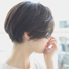 Love this haircut Growing Out Short Hair Styles, Medium Hair Styles, Long Hair Styles, Short Hairstyles For Women, Hairstyles Haircuts, Cool Hairstyles, Girl Short Hair, Short Hair Cuts, Shot Hair Styles